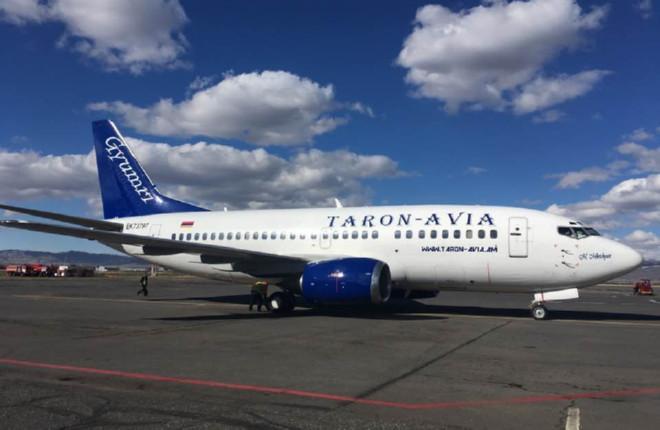 Фотография: В армянский аэропорт Ширак прилетел обновленный Boeing 737 авиакомпании Taron-Avia