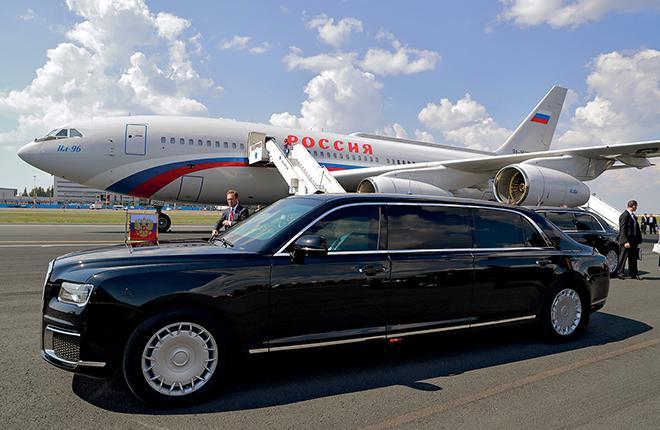 Президентский автомобиль Aurus Senat в аэропорту Хельсинки, 16 июля 2018 года :: Михаил Метцель // ТАСС