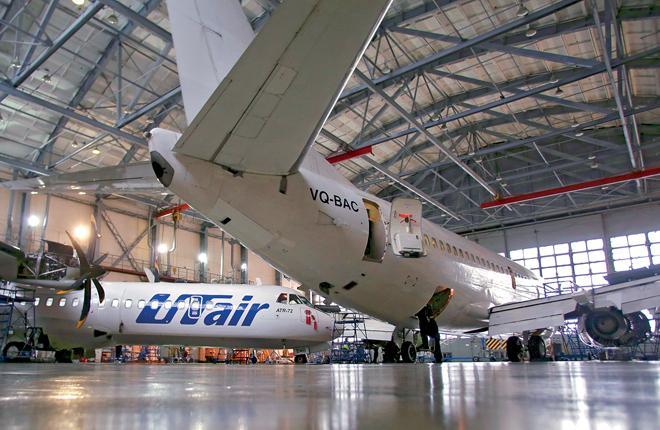 """Провайдер группы """"ЮТэйр"""" специализируется на техобслуживании узкофюзеляжных самолетов производства Boeing и турбопропов ATR :: Леонид Фаерберг / Transport-Photo.com"""