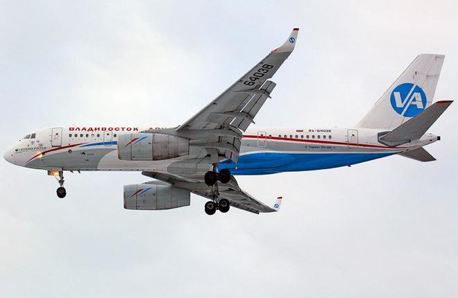 Самолетам Ту-204-300 разрешили лететь на одном двигателе два часа