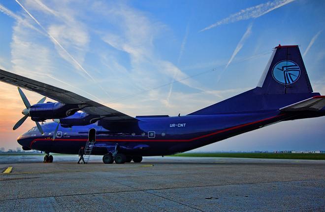 """Самолет Ан-12 авиакомпания """"Украина-Аэроальянс"""""""