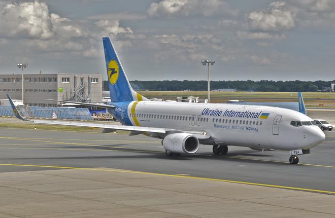 """Самолет Boeing 737-800 авиакомпании """"Международные авиалинии Украины"""""""