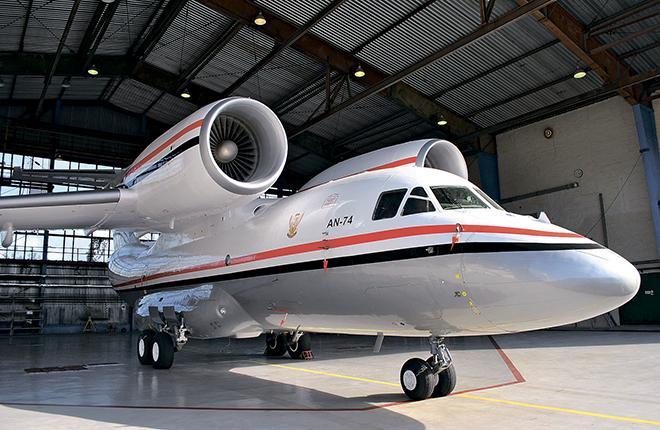 В середине октября Завод № 410 гражданской авиации передал заказчику из Судана после техобслуживания самолет Ан-74