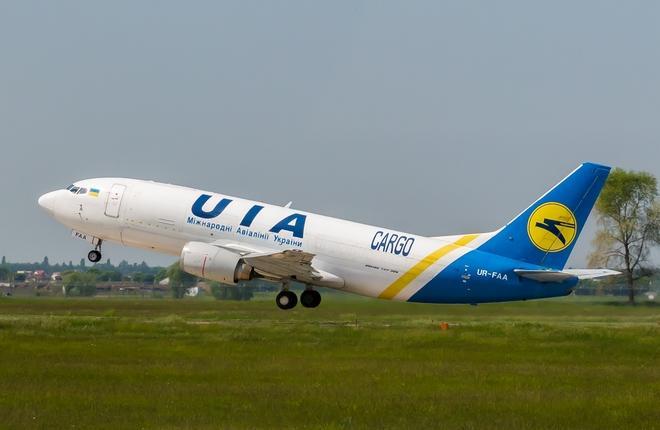 Boeing 737F (UR-FAA)