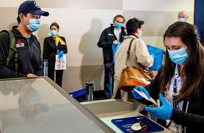 пассажиры United на регистрации