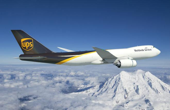 Созданное на компьютере изображение Boeing 747-8F в ливрее UPS