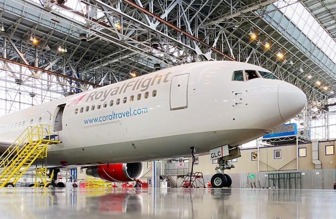 UTG Domodedovo работы по первому тяжелому техническому обслуживанию по форме C-Check широкофюзеляжного самолета Boeing 767-300 российской авиакомпании Royal Flight
