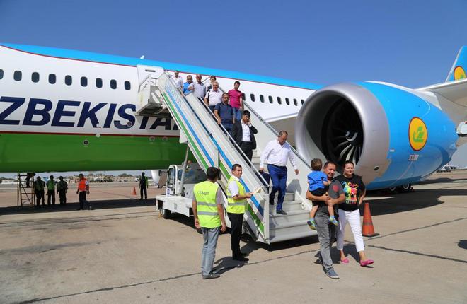 Самолет A320 Uzbekistan Airways в аэропорту Душанбе