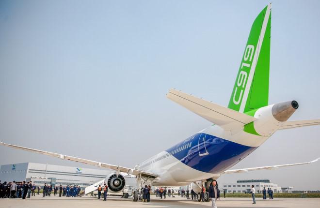На китайском самолете C919 впервые запустили двигатели