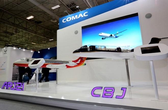 Модель делового самолетаCOMAC Business Jet на выставке