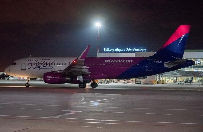 Самолет авиакомпании Wizz Air в Пулково