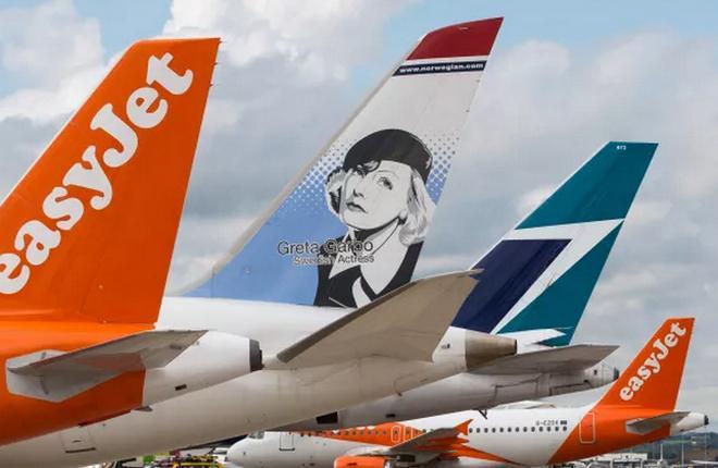 Самолеты авиакомпаний EasyJet, Norwegian и WestJet