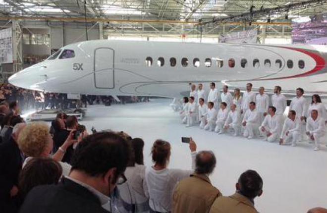 Во Франции выкатили бизнес-джет Dassault Falcon 5X