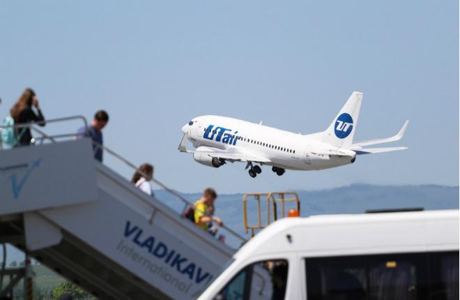 "Самолет авиакомпании ""ЮТэйр"" в аэропорту Владикавказа"