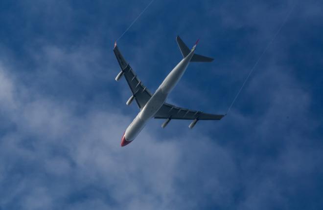 Самолет Airbus A340 на эшелоне
