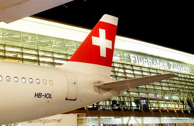 Самолет в ливрее авиакомпании Swiss International Air Lines в аэропорту Цюриха