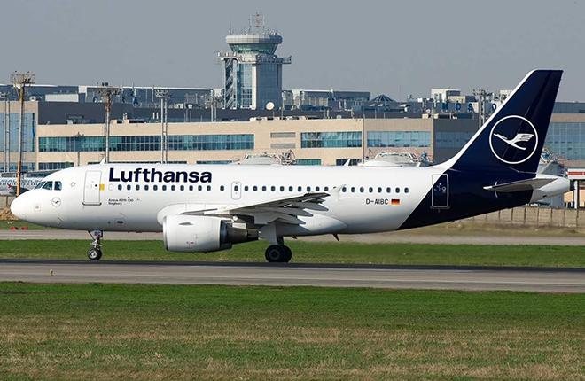 Самолет Lufthansa в Домодедово