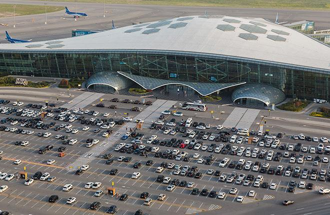 Всего в прошлом году регулярные полеты в Международный аэропорт Гейдар Алиев совершили 36 иностранных пассажирских авиакомпаний
