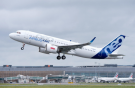 Самолет Airbus A320neo c двигателями LEAP