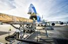 Погрузка в Boeing 747 авиакомпании AirBridgeCargo